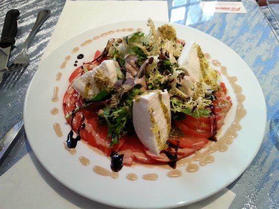 Chez Papa Fred: Salade tomate mozza di bufala