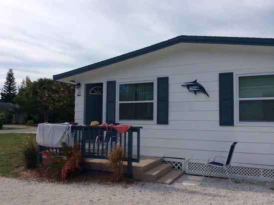 Tropical Winds Motel & Cottages: Un bungalow typique américain  Tout équipée ( vaisselle, café, éponge, pdt vaisselle, torchon,