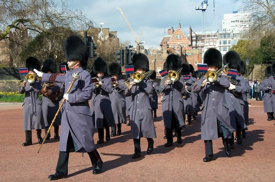 Changing of the Guard : March Begins at St. James palace