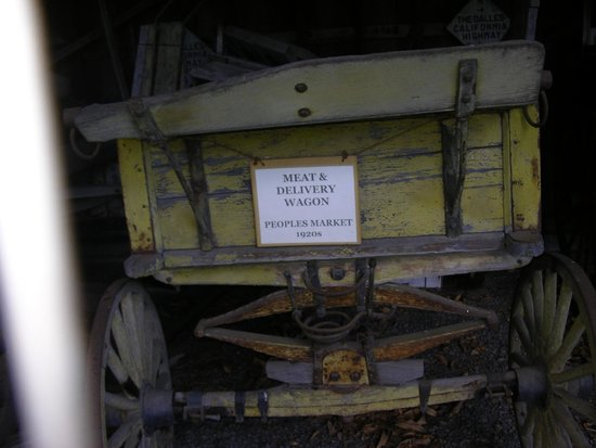 Fort Dalles Museum and Anderson Homestead: Antique wagon