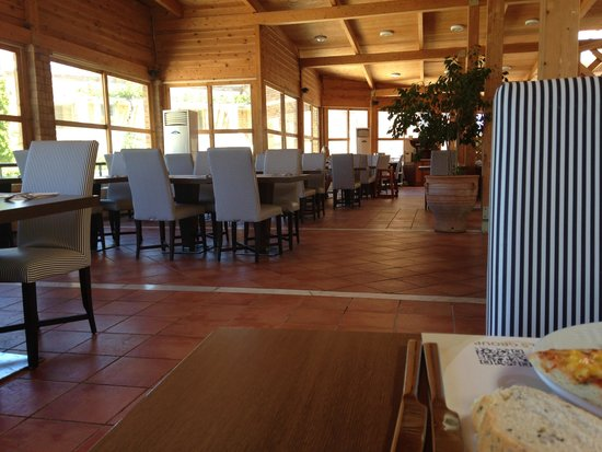 Bella Beach Hotel : salle à manger
