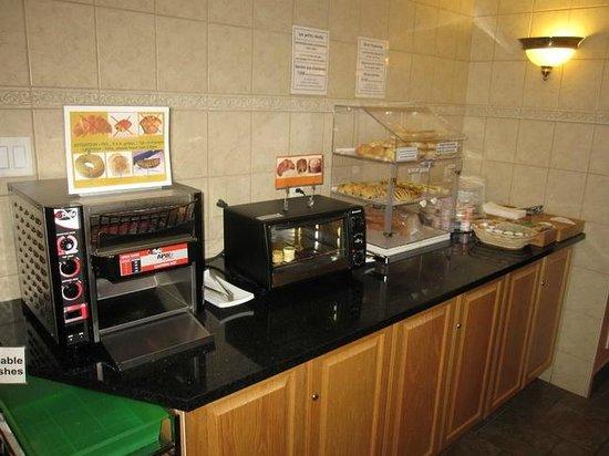 Manoir de L'Esplanade: Breakfast area