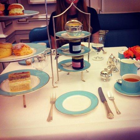 The Diamond Jubilee Tea Salon: Moment magique