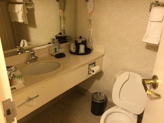 Hampton Inn Alexandria - Old Town/King Street Metro: Bathroom.