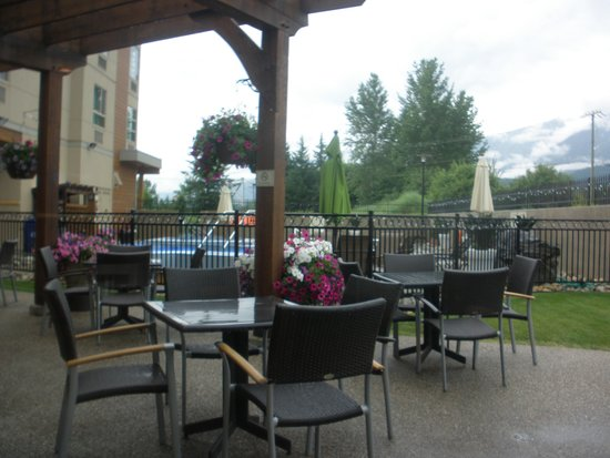 Best Western Plus Revelstoke : Pool & hot tub area
