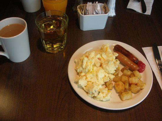 Best Western Plus Revelstoke : Breakfast included
