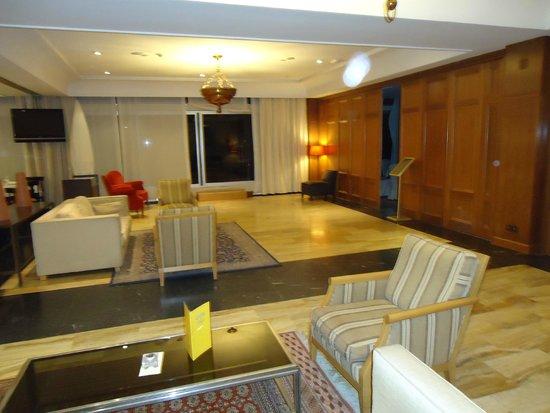 Hesperia Sevilla: Una de las salas de estar.