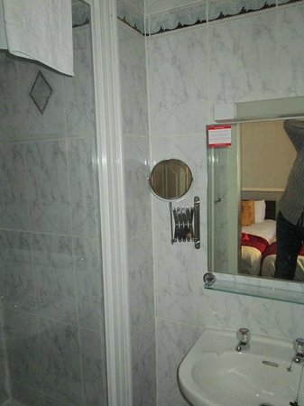 Albion Hotel: Bathroom Shower