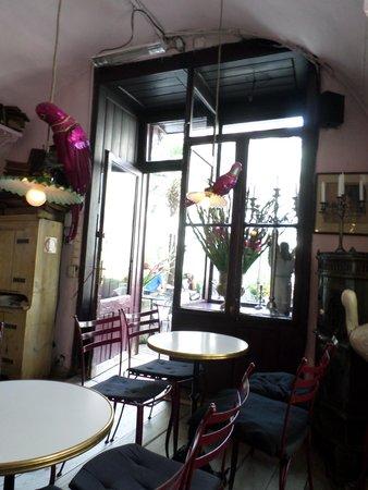 Cafe Camelot: quirky interior