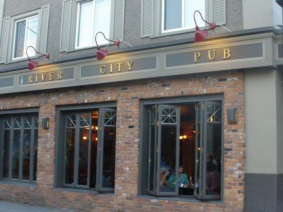 River City Pub & Patio: River City Pub