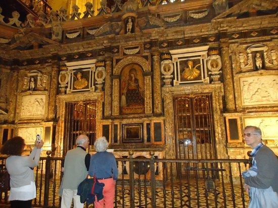 Seville Cathedral: Otro de los altares.