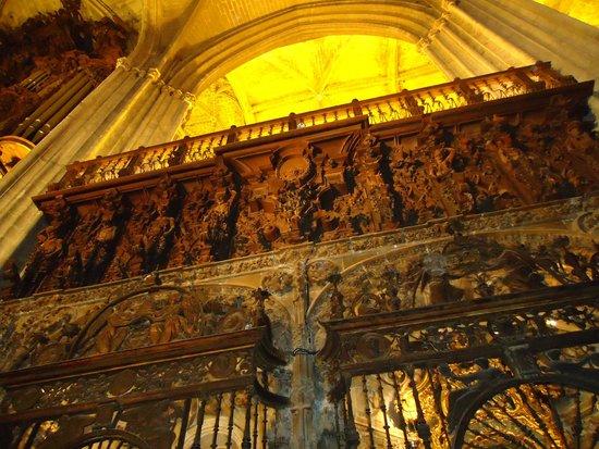 Seville Cathedral: Interior barroco.