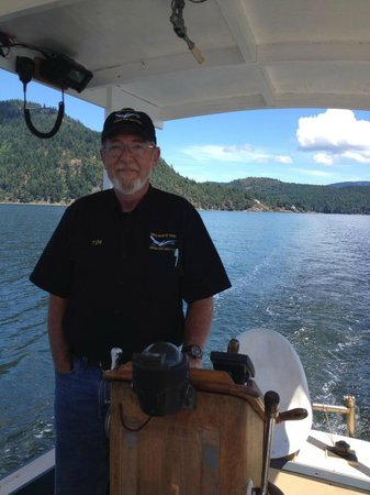 Cheers Cowichan Tours: greylag boat tours...from cowichan bay to genoa bay:seals,oprey, jellyfish