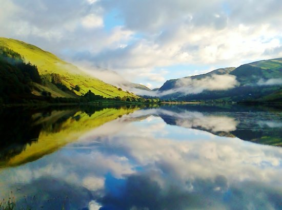 Whatever the season, whatever the weather, the Pen-y-Bont Hotel, Tal-y-Llyn is a stunning locati