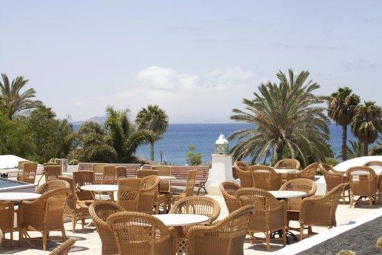 Dream Gran Castillo Resort: Seating area near Sports Bar