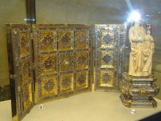 Seville Cathedral: Parte del museo de los reyes, en la catedral.