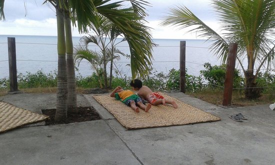 El Acantilado Beach Hotel : En la piscina, con vista al mar.