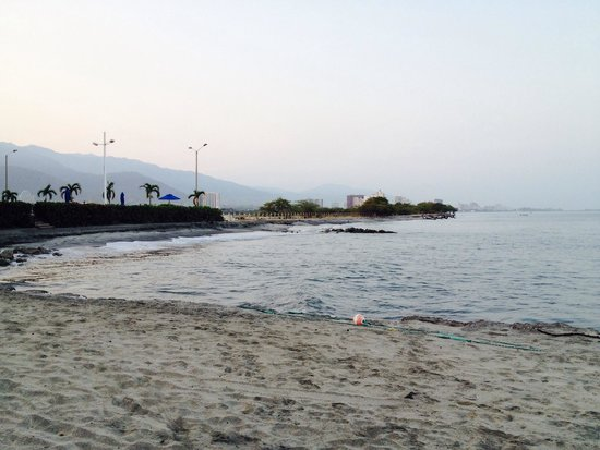 Estelar Santamar Hotel & Convention Center: Beach Area ahead of hotel