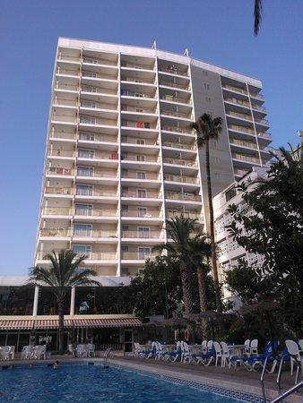 Servigroup Torre Dorada : Fachada desde la piscina
