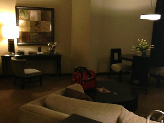 Sam's Town Hotel and Gambling Hall: Sams Town Suite living area desk and table Jun2014