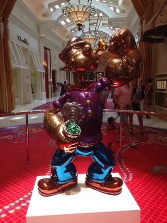 Wynn Las Vegas : Popeye by Jeff Koons