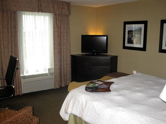 Hampton Inn & Suites by Hilton Moncton : King Bed Room - Hampton Inn Moncton