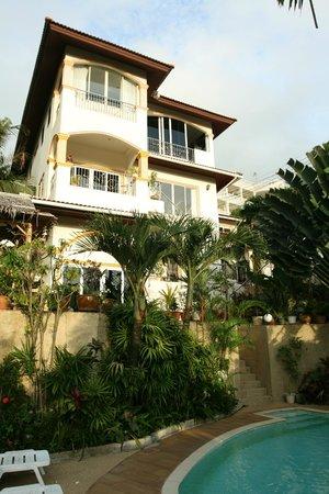 Oasis Villa: Hotel building