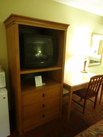 Gateway Lodge: Older TV, but good selection of cable channels.