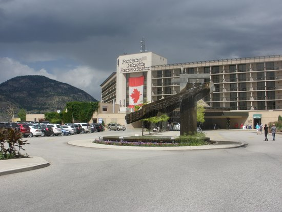 Penticton Lakeside Resort & Conference Centre: Entrance to the hotel