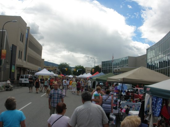 Penticton Lakeside Resort & Conference Centre: Farmer's Market on Saturdays