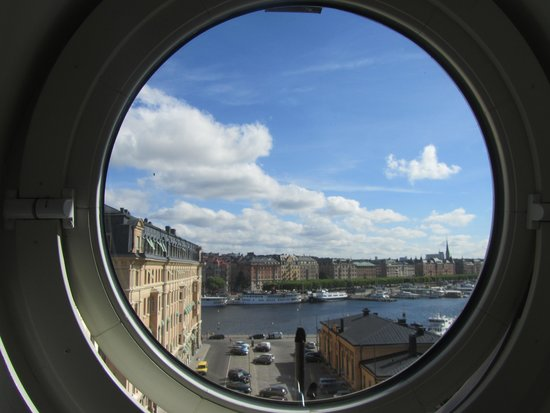 Lydmar Hotel : porthole and view