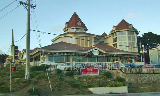 Pacifica Beach Hotel: As we pulled up to the hotel.