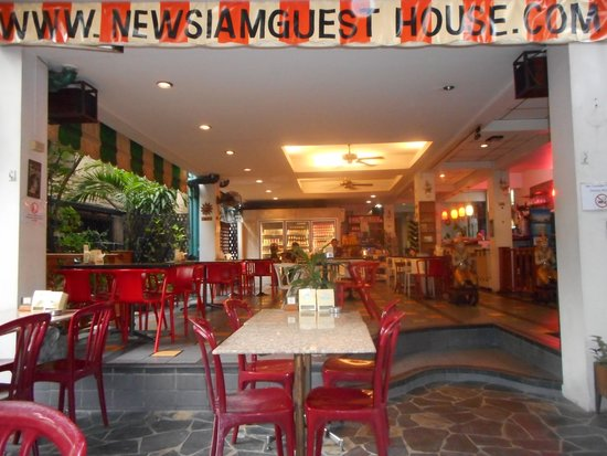 New Siam Guest House I: Ingresando al New Siam Guest House