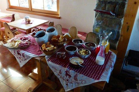 Rifugio Garibaldi Dreisprachenspitze: Breakfast is served!