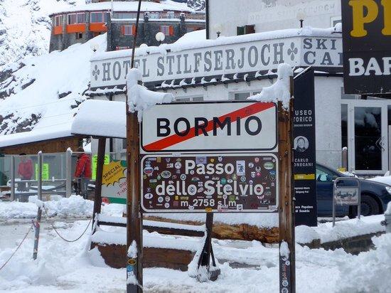 Rifugio Garibaldi Dreisprachenspitze: Top of Stelvio Pass