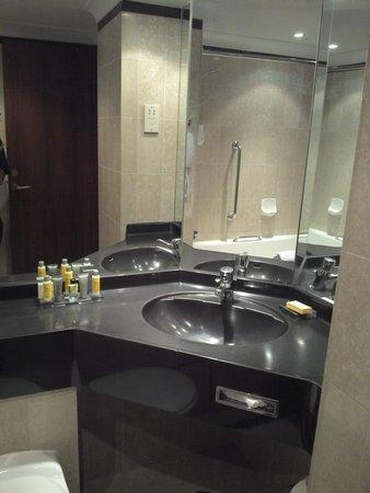 Leeds Marriott Hotel: Bathroom