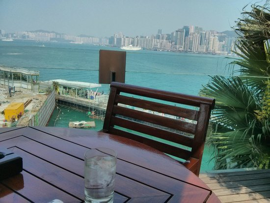 InterContinental Hong Kong : View across the Avenue of Stars to Hong Kong Island from the poolside cafe
