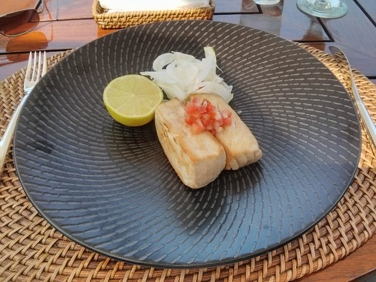 InterContinental Hong Kong : Delicious Tuna steaks at the Poolside cafe