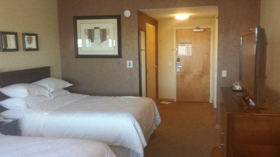 Sheraton Sonoma County - Petaluma: Room Door