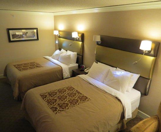 Sandman Signature Vancouver Airport Hotel & Resort: Clean