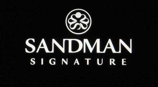 Sandman Signature Vancouver Airport Hotel & Resort: Sign