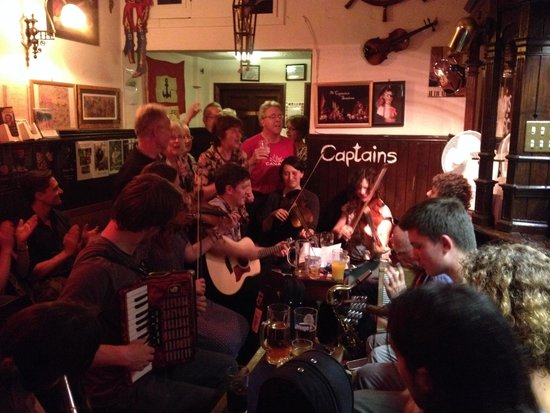 Captains Bar: Everyone joining in the music