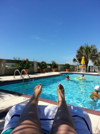 The Winds Resort Beach Club: Hanging out at the oceanside pool