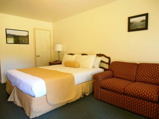 Northwood Lodge & Resort: King bed