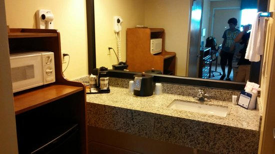 BEST WESTERN Navarre Waterfront: View of Bathroom sink area