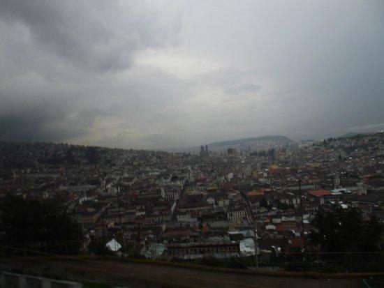 La Virgin del Panecillo: Quito vista do El Panecillo