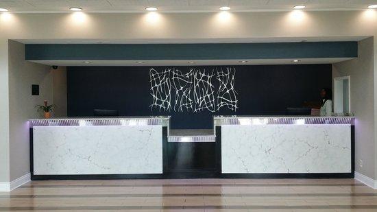 Radisson Atlanta Northwest: Front Desk