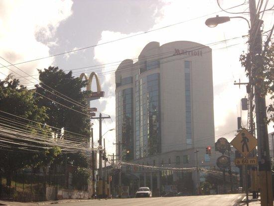Tegucigalpa Marriott Hotel: Outside of Hotel