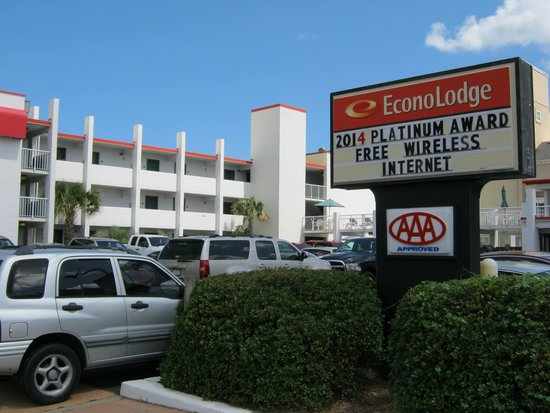 Econo Lodge on the Ocean : The front of the hotel