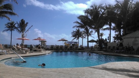 Hollywood Beach Marriott: Pool is nice